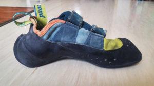 Die Ferse ist im Vergleich zu anderen Schuhen extrem gewölbt, zeigt sich beim Anziehen aber ebenso anpassungsfähig.